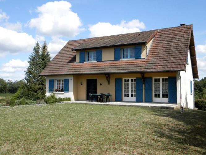 SAINT GERMAIN DU BOIS (71), maison 190 m², 4 chambres, piscine creusée, sur terrain 3114 m²