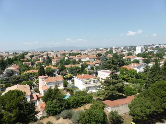 13012 SAINT BARNABE : T4/5 de 93 m2 avec terrasse et parking