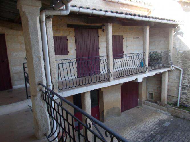 Uzès à 4km, maison de village en pierre à restaurer