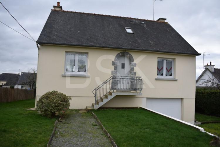 Belle maison dans le bourg de St Marcel proximité immédiate de Malestroit