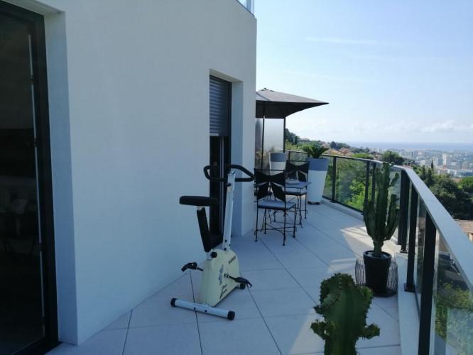 NICE CORNICHE FLEURIE - Vaste appartement 2 pièces avec terrasse dans résidence de haut standing avec piscine