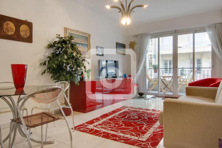 NICE FLEURS - Vaste Appartement 2 Pièces avec cave et garage à deux pas de la mer