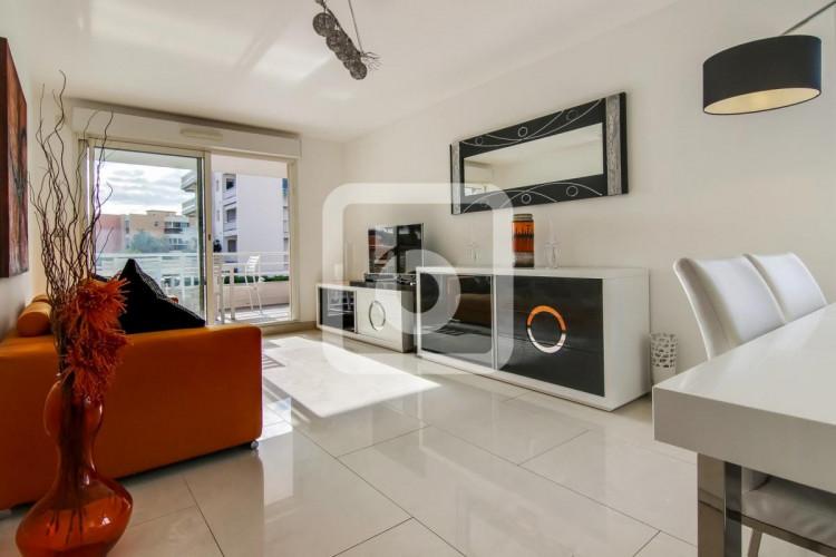 Antibes, appartement moderne et élégant de 3 chambres avec terrasse