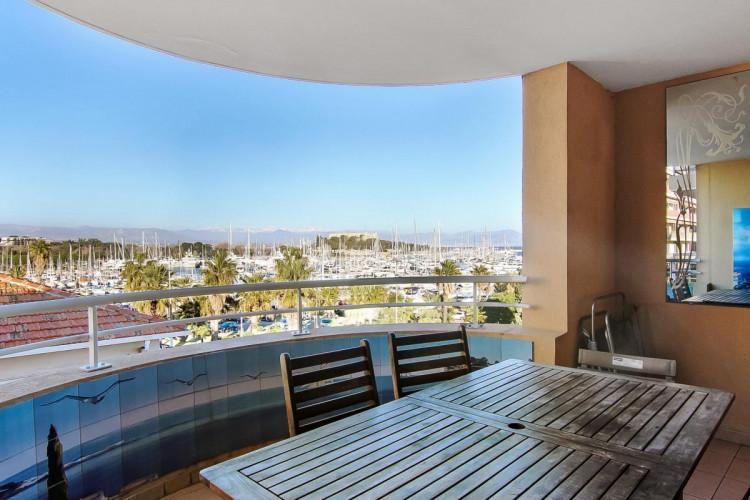 Appartement de 3 pièces à vendre avec terrasse et vue mer à Antibes