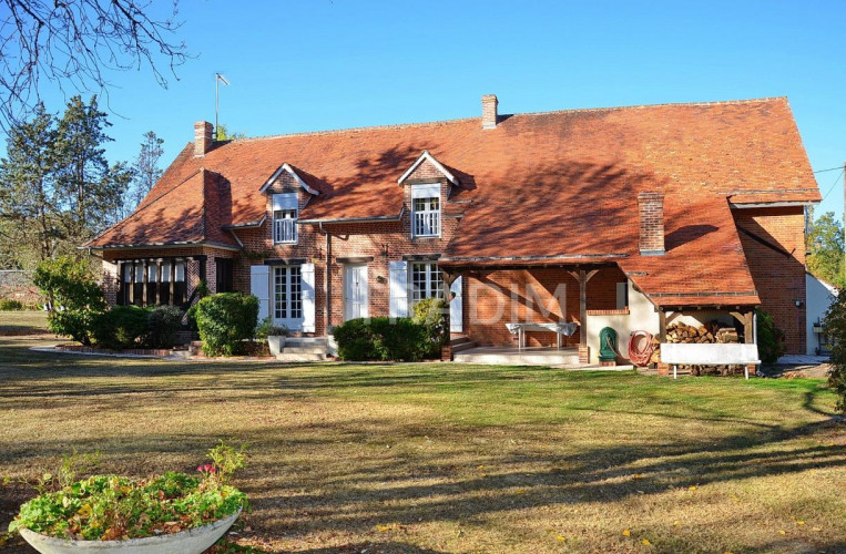 Maison 167 m2 4 chambres terrain 1,5 hectare Etang