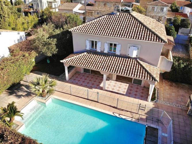12E - St Barnabé / Beaumont Villa en R+1 de type 6 de 220m² ha