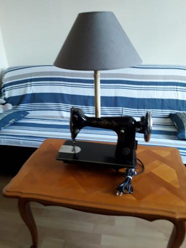 lampe ancienne machine à coudre